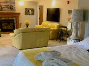Presidential Suite w/ spacious living room, king bed, queen pullout, spa-like bath & full kitchen